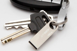 Kingston_USB-Drive-on-Keychain-v01b